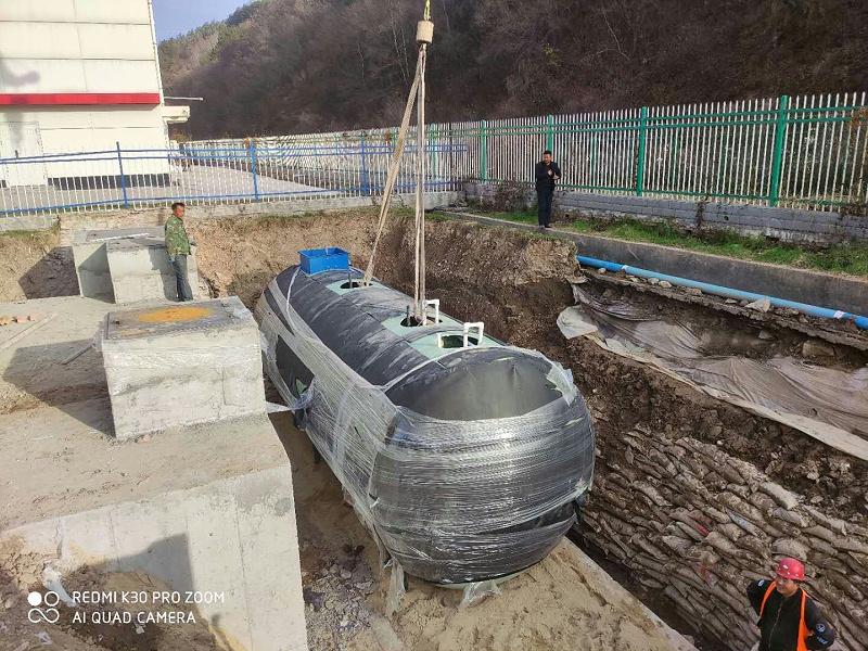凯萨诺玻璃钢一体化污水处理设备吊装现场6