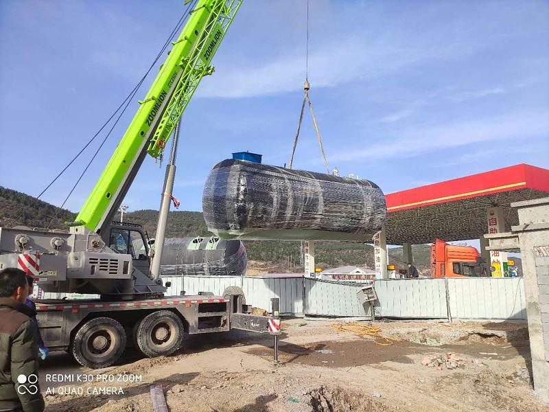 兰州凯萨诺玻璃钢一体化污水处理设备吊装现场5